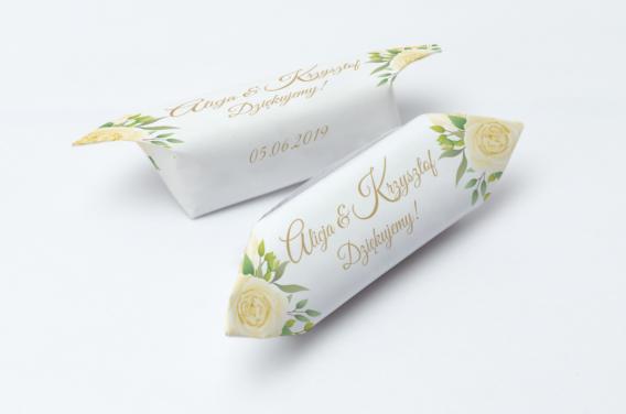 krowka-weselna-kremowe-kwiaty-wzor-2-1-kg-slodyczy-gramatura-papierka-60g-m2