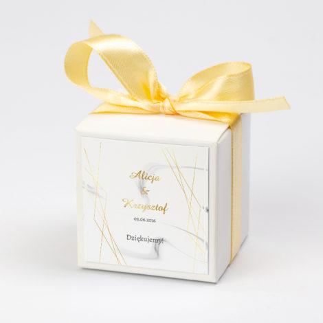 Pudełko na krówki z żółtą kokardą