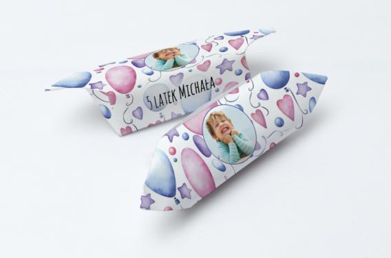 krowki-urodzinowe-ze-zdjeciem-rozowe-balony-1-kg-slodyczy-gramatura-papierka-60g-m2