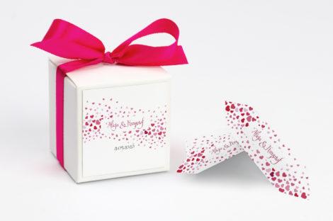Pudełko na krówki z czerwoną kokardą