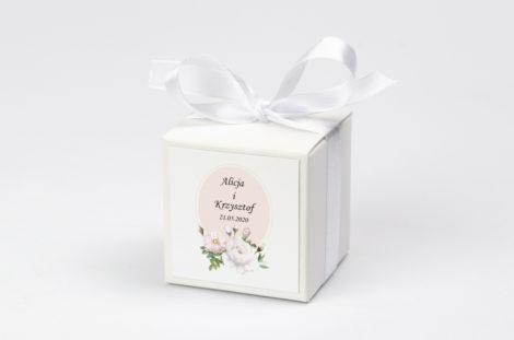 Pudełko na krówki z białą kokardą