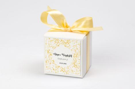 Pudełko na krówki ze złotą kokardą