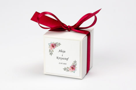 Pudełko na krówki z bordową kokardą