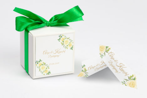 Pudełko na krówki z zieloną kokardą