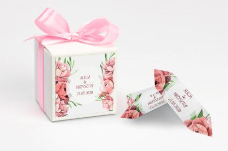 Pudełko na krówki z różową kokardą